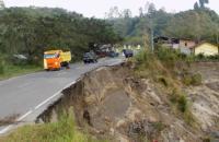Jalan Lintas Nasional Bireuen-Takengon di Aceh Putus Diterjang Longsor