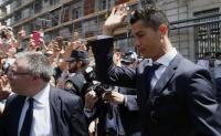Hindari Jurnalis dan Masyarakat, Cristiano Ronaldo Lewat Pintu Belakang