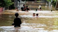Hujan Deras, Makassar Terendam Banjir Seleher Orang Dewasa