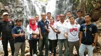 Caleg Partai Perindo Bina Petani Durian di Pekalongan