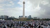 Dinas LH Kerahkan 300 Personel untuk Bersihkan Monas Usai Aksi Munajat 212