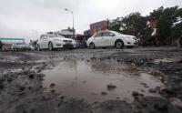 Banyak Jalan Berlubang, Dishub DKI Kewalahan Hadapi Kontainer Bermuatan Lebih