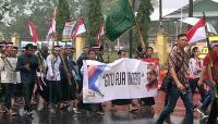 Ribuan Orang Basah-basahan Ikut Kirab Kebangsaan Haul Ke-9 Gus Dur di Solo