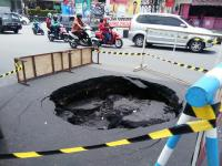 Jalan di Simpang Empat Ngabean Yogyakarta Ambles