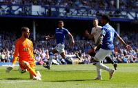 Kalah 0-4 dari Everton, Young: Man United Bermain Tak Seperti Biasanya