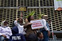 "Ratusan Orang ""Kepung"" Bawaslu, Sebut Pemilu 2019 Penuh Kecurangan"