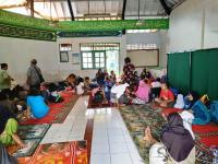 Banjir, Warga Cililitan & Cawang <i>Ngungsi</i> di Binawan University