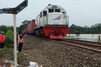 Kereta Api Melintas Tiap 12 Menit, Jalur Mudik Demak Rawan Macet