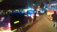 Jelang Sahur, Warga Ciputat Tawuran Saling Serang dengan Pedang & Parang