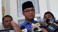 Tindakan Gubernur Anies Tuai Pujian saat Jenguk Korban Aksi 22 Mei