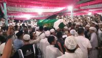 Salawat dari Ribuan Santri Antarkan Ustadz Arifin Ilham ke Peristirahatan Terakhir
