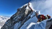 Tiga Pendaki Tewas Akibat Kelelahan saat Antre Menuju Puncak Gunung Everest