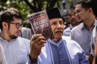 Lewat Surat Terbuka, Istri Penulis Buku 'Jokowi People Power' Gugat Amien Rais