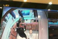 Terekam CCTV, Dua Garong Bawa Senpi dan Sajam Rampok Toko Emas di Tangerang