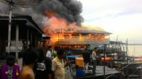 Dramatis, Ibu Muda Melahirkan di Atas Perahu saat Kebakaran
