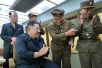 Kim Jong-un Monitor Langsung Peluncuran Senjata Baru Korea Utara