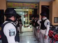 Pisau hingga Celurit Disita dari Pembacok 2 Anggota Polsek Wonokromo