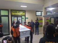 Korban Tewas Akibat KM Santika Nusantara Terbakar Dimakamkan di Kota Batu