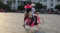 Viral Siswa Bersepeda dalam Kelas, Guru: <i>Astagfirullahaladzim</i>