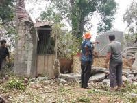 Rumahnya Tertimpa Pohon Tumbang, Janda Ini Alami Luka Parah