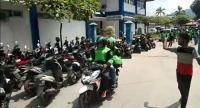 Heboh Puluhan Ojol Merangsek Bawa Jenazah Bayi dari RS Padang