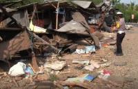 Diduga Rem <i>Blong</i>, Truk Bermuatan Tanah Seruduk 8 Warung