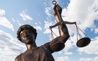 Divonis Bersalah, Terdakwa Pemerkosa Nekat Telan Pil Beracun di Persidangan
