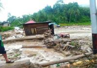 Korban Banjir Bandang Solok Selatan Krisis Air Bersih, Warga Manfaatkan Air Hujan