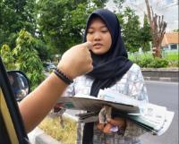 Viral Remaja Putri Penjual Koran yang Miliki Sifat Dermawan