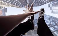 Diduga Stres, Pria Ini Nekat Lompat dari Fly Over