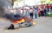 Motornya Dibakar, Jambret di Sorong Nyaris Tewas Diamuk Massa
