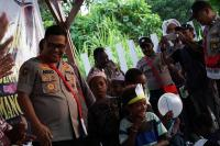 Kunjungi Anak-Anak Kwamki Narama Mimika, Ini Pesan Karo Penmas Polri