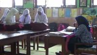 Sekolah Kebanjiran Selama Sebulan, Siswa SDN Belajar di Atas Meja