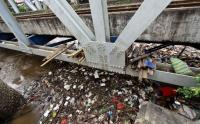 Buang Sampah Sembarangan, 2 Ibu di Pangkalan Bun Terancam Denda Rp50 Juta