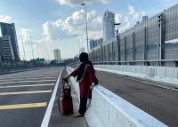 Wanita 66 Tahun Jalan Kaki dari Johor Bahru ke Singapura Dampak Lockdown Malaysia