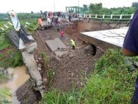 Warga Subang Tewas Tertimpa Jembatan Bodem Purwakarta
