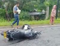 Tabrakan dengan Motor Polisi, Pemotor Tewas dan Ibunya Terluka