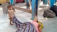 Video Balita di Pakistan Coba Bangunkan Ibunya yang Sudah Meninggal Viral