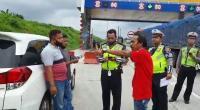 Dramatis, Polisi Blokade Pintu Tol Tangkap Sekelompok Debt Collector