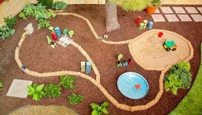 Kota Mini, Arena Bermain di Taman Belakang
