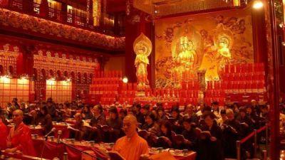 Jelajah Wisata Religi Buddha di Negeri Singa