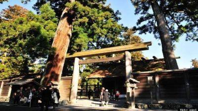 Berkunjung ke Kuil Suci Negeri Sakura