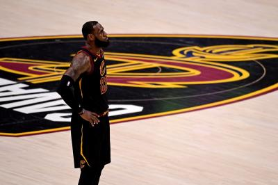 LeBron James Resmi Gabung Lakers