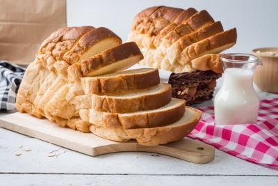 Para Artis yang Bisnis Sampingannya Jualan Roti, Enak Gak Ya?