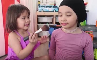 Tutorial Make-Up Menggemaskan ala Kala dan Sybil, Putri Zaskia Mecca