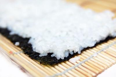 Coba-Coba Bikin Nasi Sushi Yuk, Berikut 3 Langkah Mudahnya
