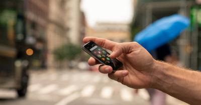 Mengintip Smartphone Mungil dengan RAM 3GB, Ini Spesifikasinya
