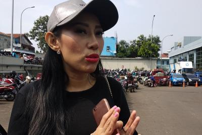 Unggah Foto Telanjang, Dewi Sanca Cari Sensasi?