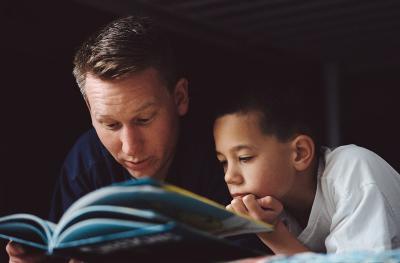 Sebelum Tidur, Orangtua Harus Berhati-hati dalam Membacakan Cerita Kepada Anak