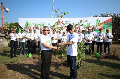 1.000 Pohon Gaharu Jadi Kenangan dari Pertemuan IMF-World Bank 2018